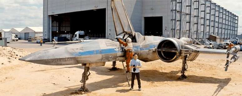 JJ Abrams reveals the Star Wars VII X-Wing Fighter