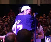 Kevin-Smith-Awesome-Con-Hug
