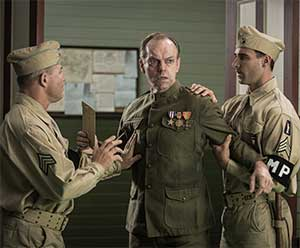 hacksaw-ridge-hugo-weaving