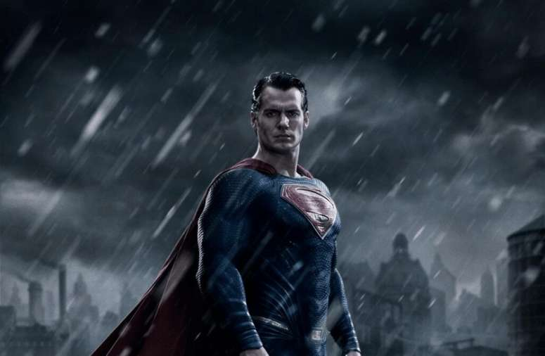 <em>Batman v Superman</em> set photos prove citizens hate Superman